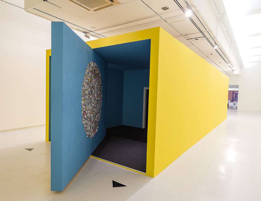 Mika Rottenberg 'Bowls Balls Souls Holes' (AV) – video and sculpture installation, 2014. Courtesy of the artist, Andrea Rosen Gallery Inc., New York and Taipei Fine Arts Museum