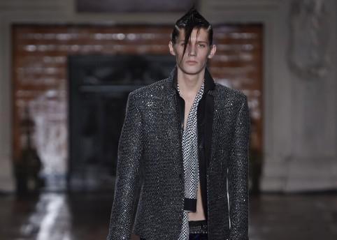 Haider Ackermann Fashion Show, Menswear Fall Winter 2016 Collection in Paris  NYT credits: Valerio Mezzanotti / NOWFASHION