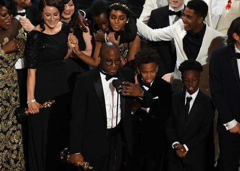 "US director Barry Jenkins (C) speaks after ""Moonlight"" won the Best Film award at the 89th Oscars on February 26, 2017 in Hollywood, California. / AFP / Mark RALSTON        (Photo credit should read MARK RALSTON/AFP/Getty Images)"