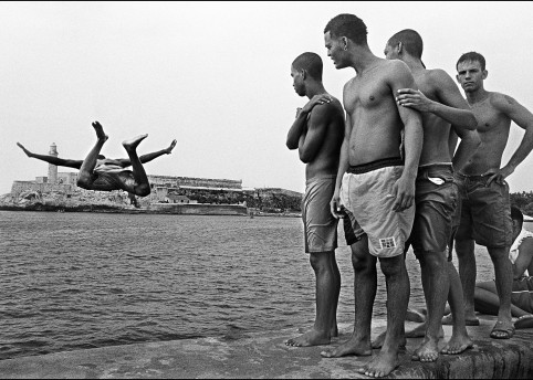 Malecon Habanero, Cuba, 2010 © Raul Cañibano Courtesy of The Photographers' Gallery