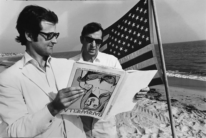 HOPPER_Terry Southern and Robert Fraser (on beach in Malibu), 1965