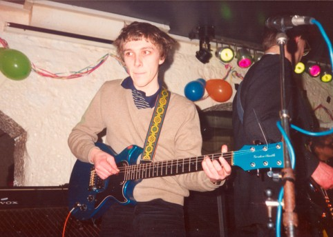 Stephen Pastel live at the Onion Cellar, Edinburgh in 1986, photographed by Jim Barr.