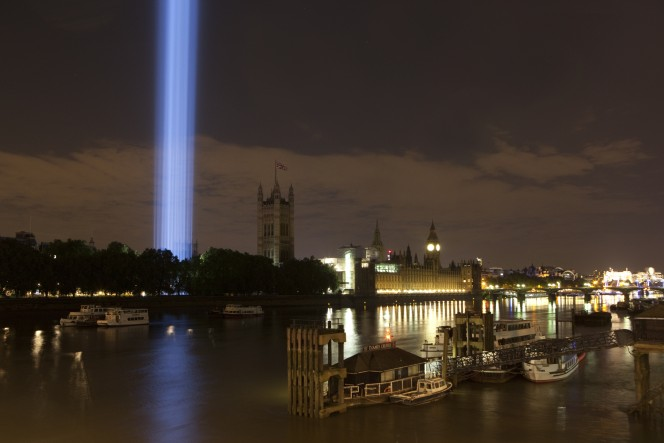 Spectra-Ryoji Ikeda 2014-HERO-view from Lambeth Bridge by Olivia Rutherford_Produced and presented by Artangel. Co-commissioned by 14-18 NOW and the Mayor of London