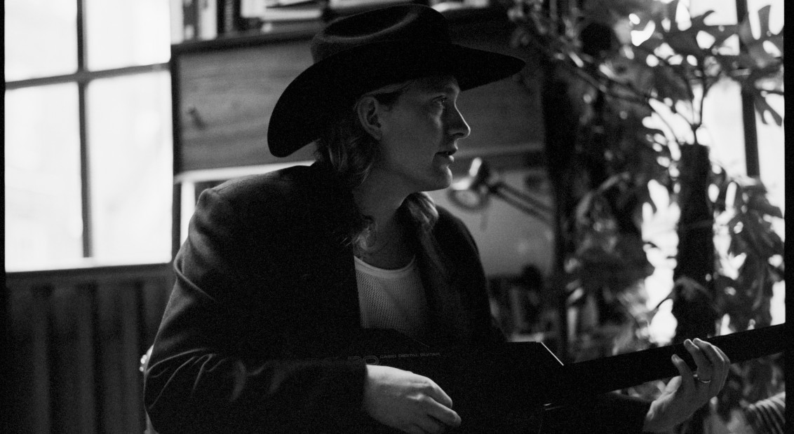At Home With Honey Harper The Glam Country Troubadour Destined For The Stars Hero Magazine A Fresh Perspective
