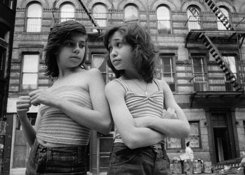 Dee and Lisa on Mott Street, Little Italy, New York, 1976  © Susan Meiselas/ Magnum Photos