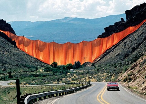 Christo and Jeanne-Claude Valley Curtain, Rifle, Colorado, 1970-72 / Photo: Wolfgang Volz © 1972 Christo
